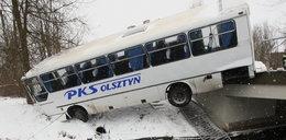 Cud pod Szczytnem! Autobus spadł z mostu! Wszyscy przeżyli