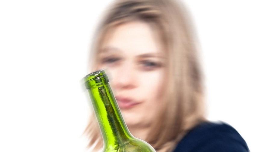 Matka zabrałą dziecko na alkoholową libację