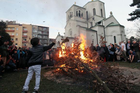 Najmlađi uživali ispred Hrama