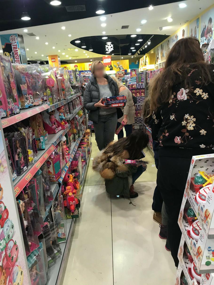 Ana Sević u prodavnici