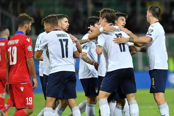 Fudbalska reprezentacija Italije slavi jedan od devet golova protiv Jermenije u kvalifikacijama za EURO 2020