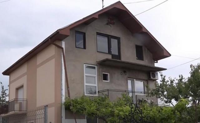 Kuća Milice Todorović u Kruševcu NEMA FASADU Ovde je odrasla popularna  pevačica i svima je za oko zapao jedan detalj