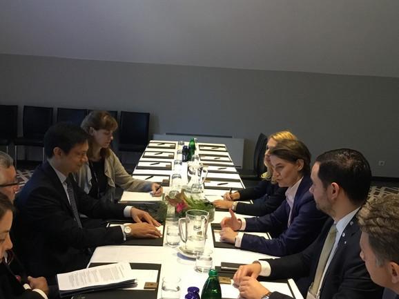 Premijerka Ana Brnabić sa američkim diplomatom