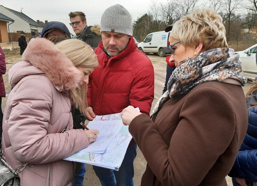Protest mieszkańców Złotna w Łodzi przeciwko trasie Kolei Dużych Prędkości