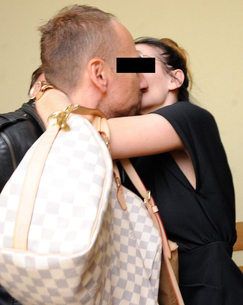 pocałunek Dariusza K. i Izabeli Adamczyk