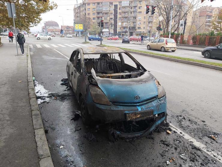 zapaljen taksi niš