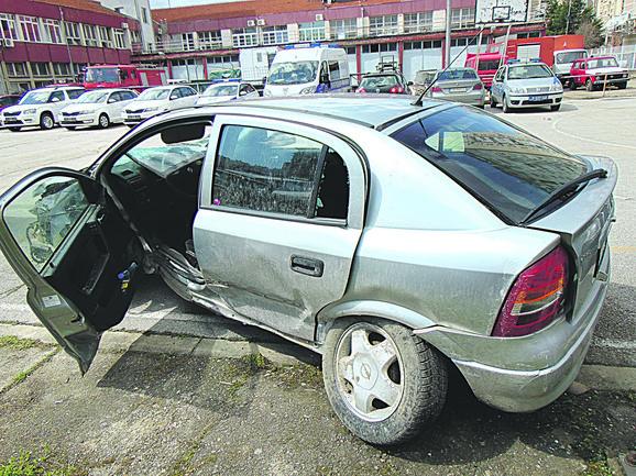 Vozilo smrti bilo je potpuno smrskano sa strane kojom je pokosio pešake