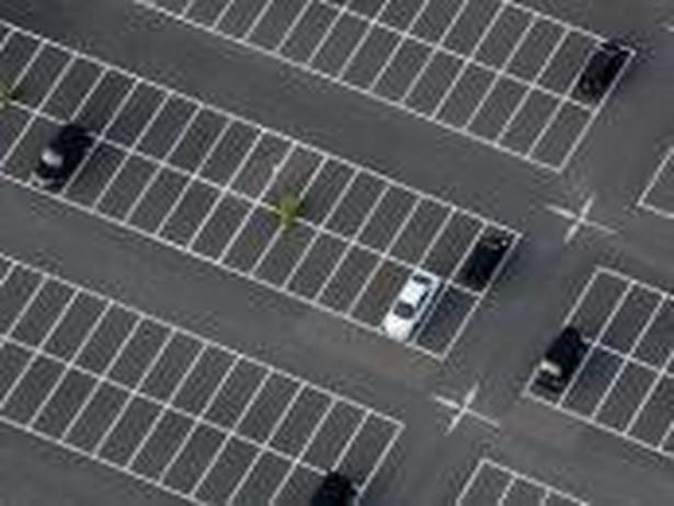 Pierwsza godzina parkowania w ścisłym centrum Warszawy powinna kosztować przynajmniej 5 zł – twierdzą stołeczni urzędnicy