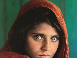 Steve McCurry - Afghan Girl. 283 200 zł