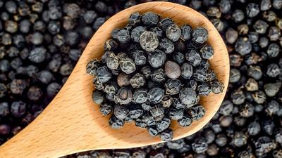 5 reasons why you need to start eating black pepper