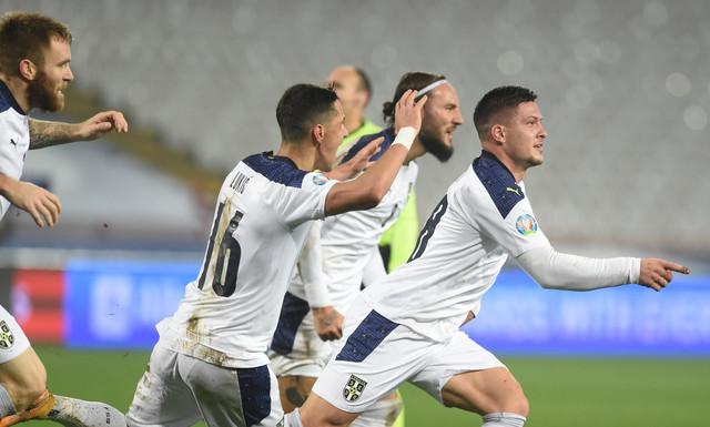 Hladan kao špricer! Luka Jović slavi gol protiv Škotske sa saigračima
