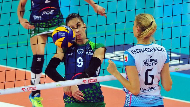 Agnieszka Bednarek-Kasza (P) z Chemika Police i Danica Radenković (L) z PGE Atomu Trefl Sopot podczas meczu Orlen Ligi siatkarek