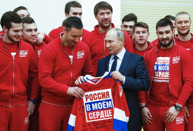 Vladimir Putin sa olimpijcima