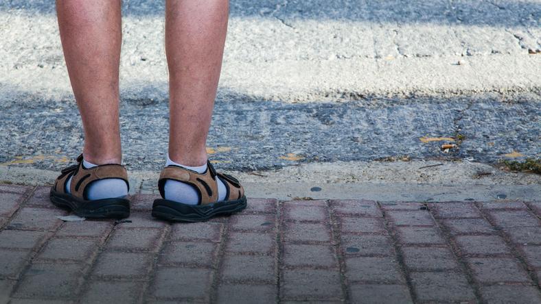Modowe grzechy mężczyzn na wakacjach