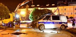 Radiowóz zaparkował na fontannie. Konstrukcja nie wytrzymała