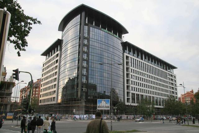 Jedna od zgrada na Bulevaru oslobođenja čije stanare predstavljaju Radovan Oreščanin i četvoro njegovih kolega