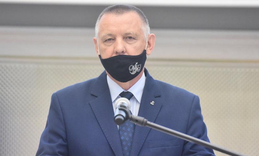 Marian Banaś (66 l.) prezentując raport izby nie pozostawił suchej nitki na organizacji nieudanych wyborów korespondencyjnych.