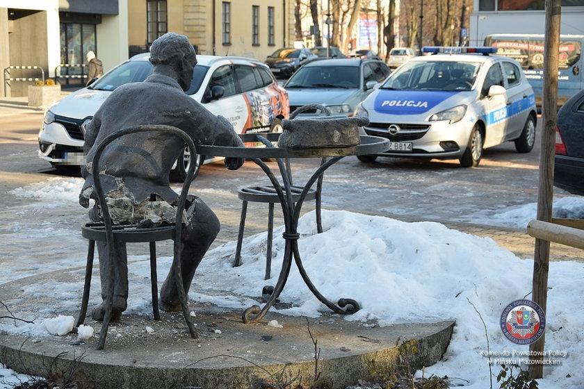 Zniszczony pomnik Jana Himilsbacha.