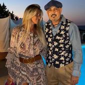 MIHAJLOVIĆI ZASENILI sve na proslavi SAMO ZA ODABRANE! Italijanski milioner organizovao ŽURKU NA JAHTI, a kada su se pojavili Miha i Arijana sa ćerkama - svima je ZASTAO dah! /VIDEO/