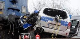 Pociąg wjechał w radiowóz. Policjant nie przeżył