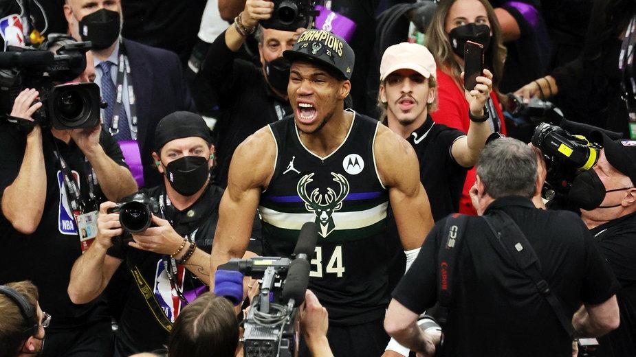 NBA: To było przedstawienie jednego aktora. Giannis Antetokounmpo MVP!