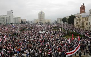 Białorusini tłumnie wyszli na ulice. Marsz protestu w Mińsku bez doniesień o interwencji milicji