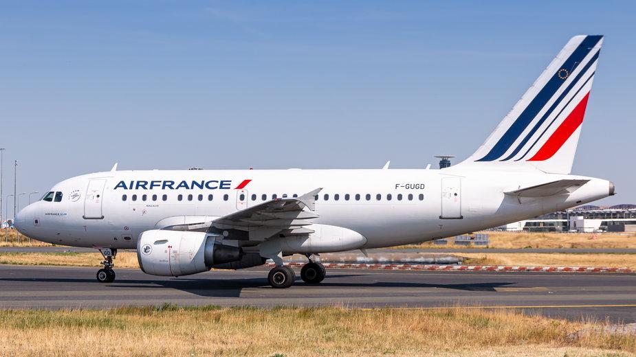 Airbus A318 na lotnisku w Paryżu