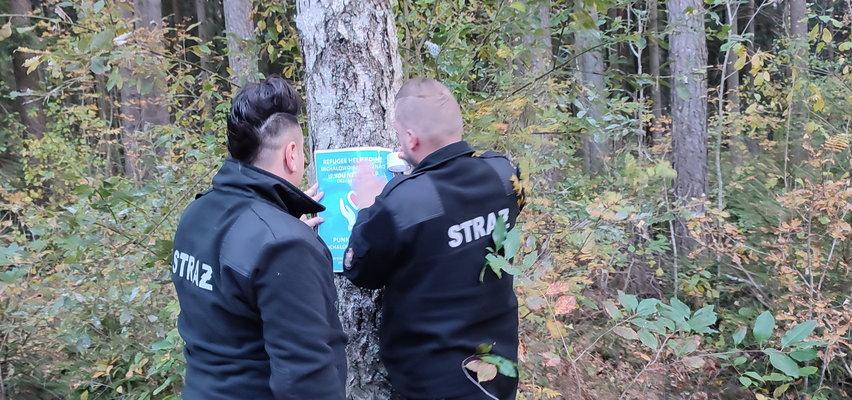 W Michałowie wzięli sprawy w swoje ręce! W remizie działa punkt pomocy uchodźcom, a strażacy zostawiają im cenne wskazówki w lasach