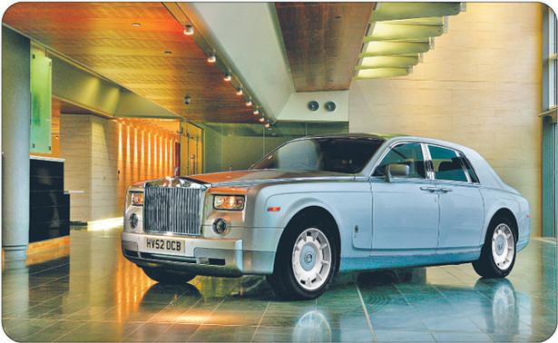 Założony w 1906 r. Rolls-Royce uchodzi za niezniszczalną markę. Sześć na dziesięć wyprodukowanych od tamtej pory aut nadal jeździ. Model Phantom kosztuje ponad 2 mln zł. Ma go kilkunastu Polaków Fot. Materiały prasowe