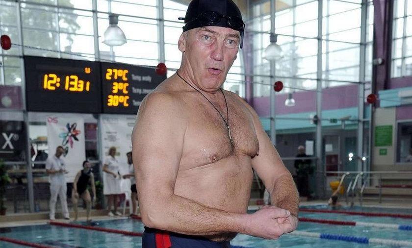 Karol Strasburger na basenie