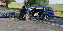 Straszne! Z aut zostały strzępy, dwie osoby zginęły