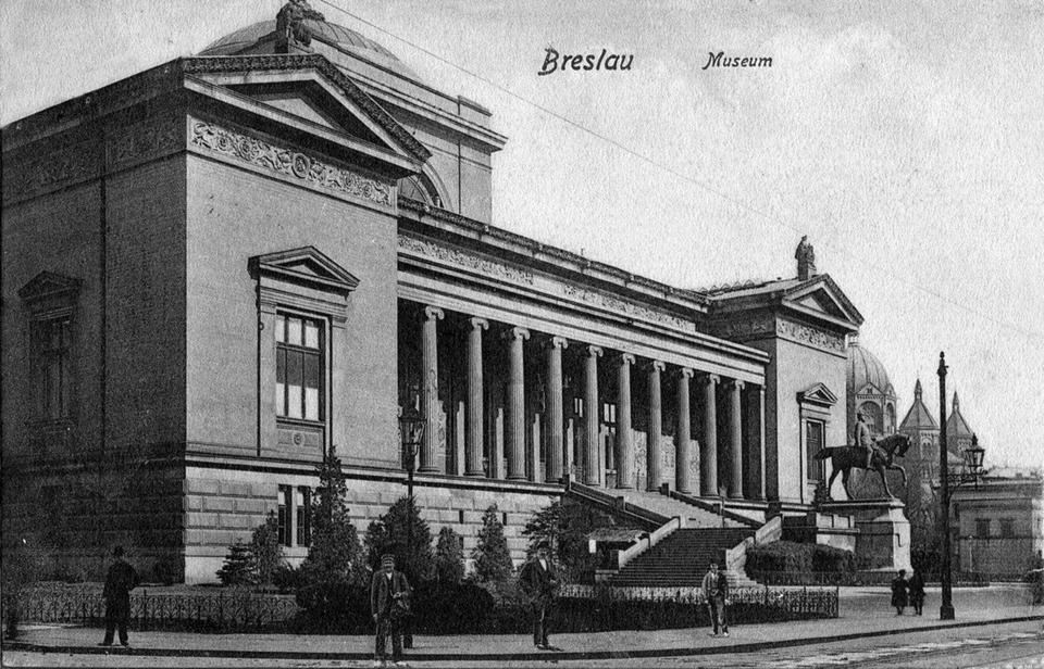Ogromny gmach Śląskiego Muzeum Sztuk Pięknych został nieznacznie uszkodzony w czasie wojny. Niszczał do rozbiórki w 1964 roku. W jego miejscu zbudowano szkołę