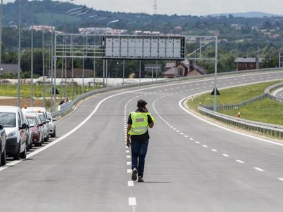 Wyłoniony wykonawca ma wybudować 18-km odcinek w ciągu 34 miesięcy od daty zawarcia umowy