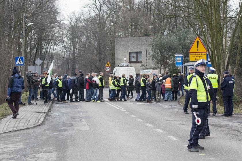 Kuźnia Nieborowska. Protest mieszkańców w sprawie DW 921