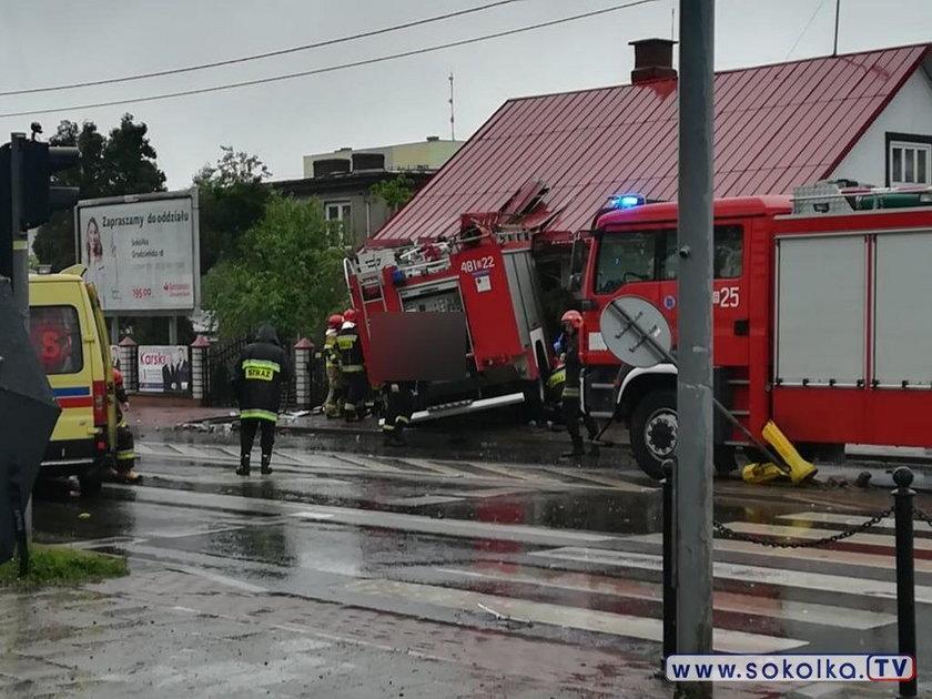 Sokółka. W dom wjechał wóz strażacki