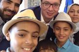 Vučić, selfi sa Afganistancem