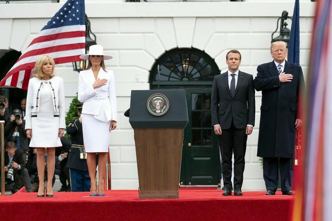 Melanija i Donald kao domaćini predsedniku Francuske i njegovoj supruzi Emanuelu i Brižit Makron 2018. u Beloj kući