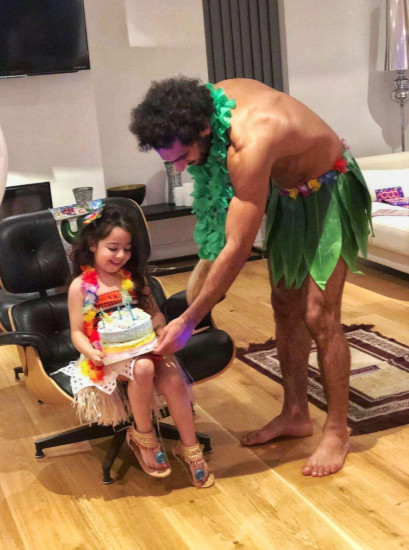 Mohamed Salah treating her daughter Makka on her 5th birthday. (Twitter/mosalah)
