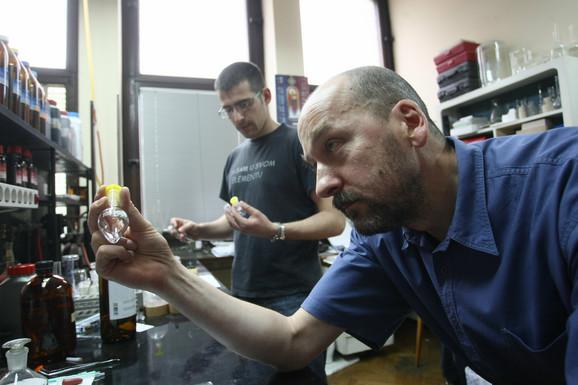 Ponosan na tim od 16 mladih ljudi sa kojima radi:Dr Radomir Saičić