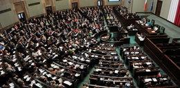 Emeryci z Wiejskiej kosztują nas 1,6 mln zł