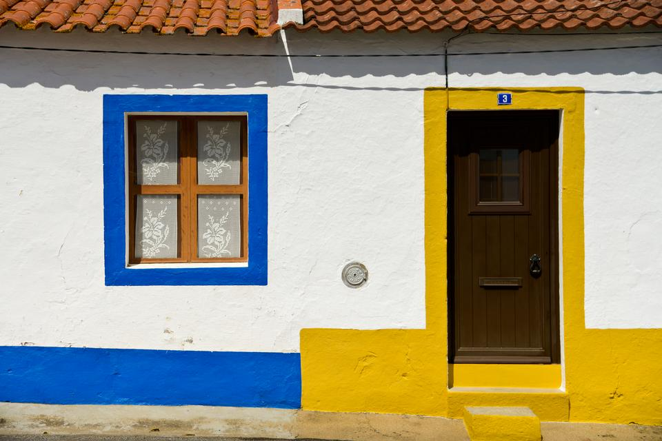 São Cristóvão - ospałe miasteczko z tradycyjnymi białymi domami ze zdobieniami.