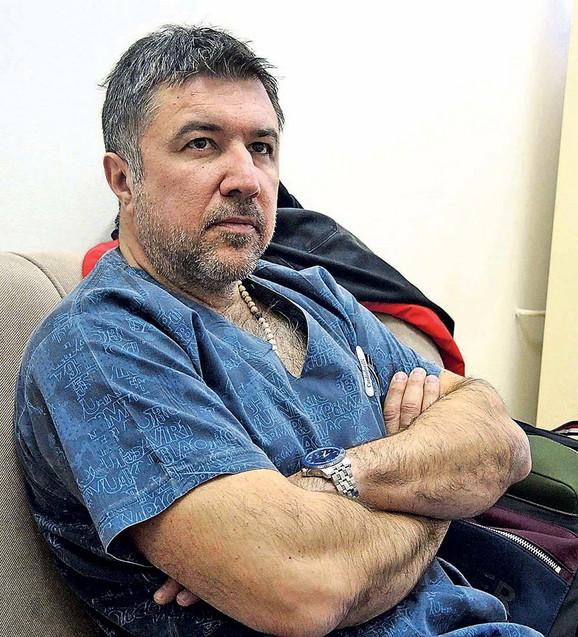 Carski rez nosi veliki rizik, a pogotovo kad je peti po redu, kaže  mr Vladislav Tripković, zamenik načelnika Službe ginekologije i akušerstva i šef operativne ginekologije