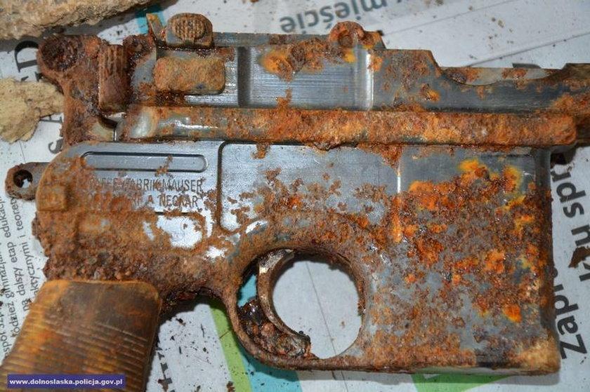Pistolet zachował się w dość dobrym stanie