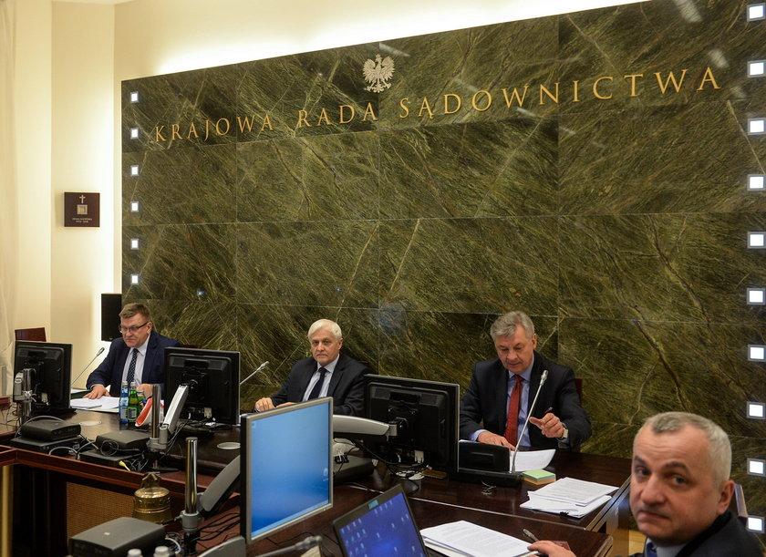 """Bunt sędziów przeciw PiS? Jest apel o """"obronę państwa"""""""