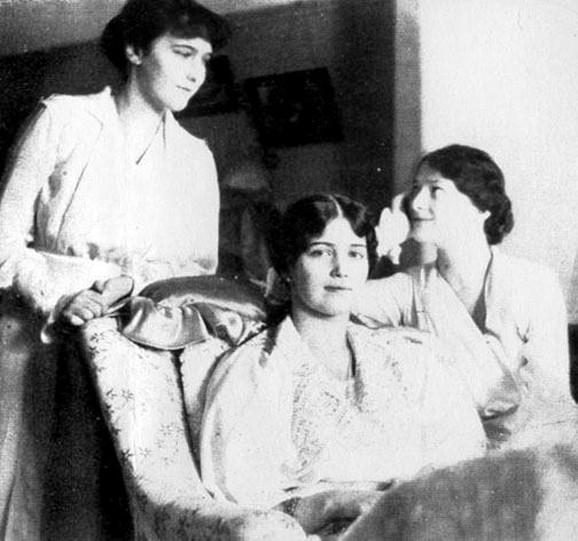 Anastasija, Marija i Tatjana u Carskom selu, 1917.