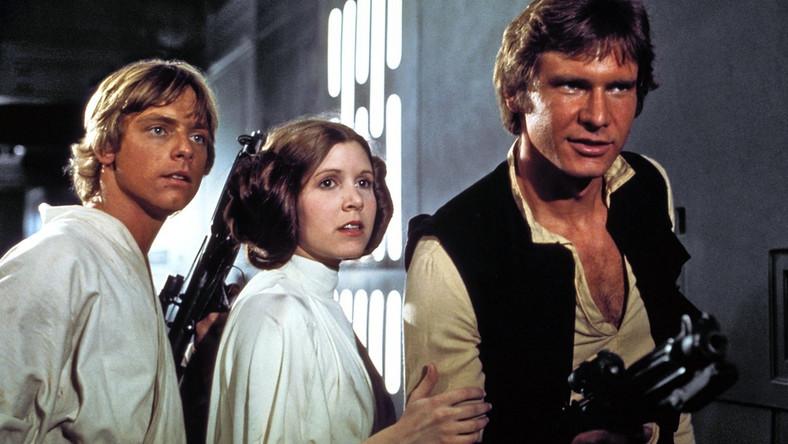 """–Jesteśmy ogromnie podekscytowani ogłaszając obsadę """"Star Wars: Episode VII"""" – powiedział reżyser J.J. Abrams. – To jednocześnie elektryzujące i surrealistyczne widzieć razem aktorów z oryginalnej trylogii i tych wspaniałych nowych wykonawców, którzy zjednoczą siły, by kolejny raz powołać ten świat do życia. Gwarantuję, że każdy zrobi co w jego mocy, by fani byli z nas dumni"""