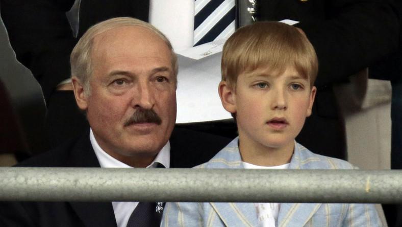 Aleksander Łukaszenka oglądał mecz Hiszpania-Włochy wraz ze swoim synem Nikołajem...