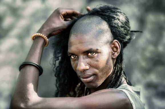Muškarac iz plemena Vodabe pre početka rituala