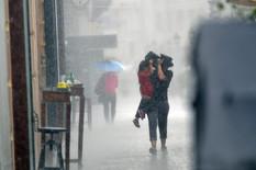 HLADNI TALAS STIŽE U SRBIJU Meterolozi najavljuju grmljavinu, oluju i grad, a evo šta kažu na pitanje KADA NAM SE VRAĆA LETO