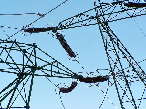 W niedzielę przed południem w koszalińskiej części woj. zachodniopomorskiego energii elektrycznej pozbawionych było ok. 10 tys. mieszkańców czterech powiatów: białogardzkiego, drawskiego, koszalińskiego i szczecineckiego.